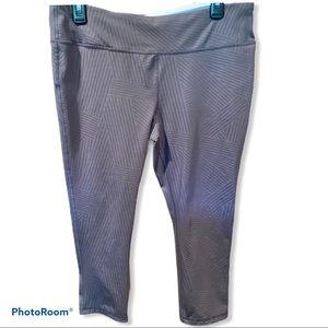 16/18 Marika Sport Charcoal Gray Capri leggings